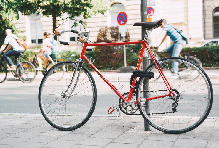 Nuevos ciclistas urbanos: consejos para usar bien la bicicleta en tu ciudad